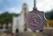 Todavía guardo la medalla obtenida en la prueba de fondo del Campeonato Departamental de Atletismo.