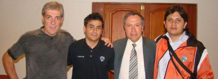 En compañía de Jorge Barraza, Alfredo Carreño y Julián Rojas (de izquierda a derecha).