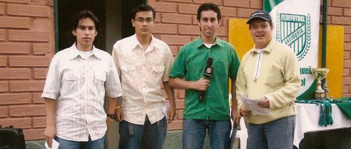 En compañía de Johan Escobar, Jarvi Augusto Escobar y Carlos Arboleda (de izquierda a derecha).