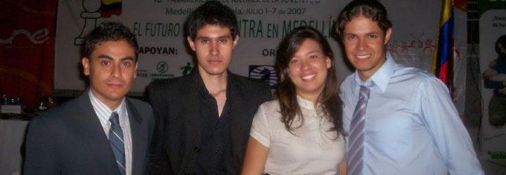 En compañía de Miguel Roldán, Elizabeth Cadavid y Diego Londoño (de izquierda a derecha).