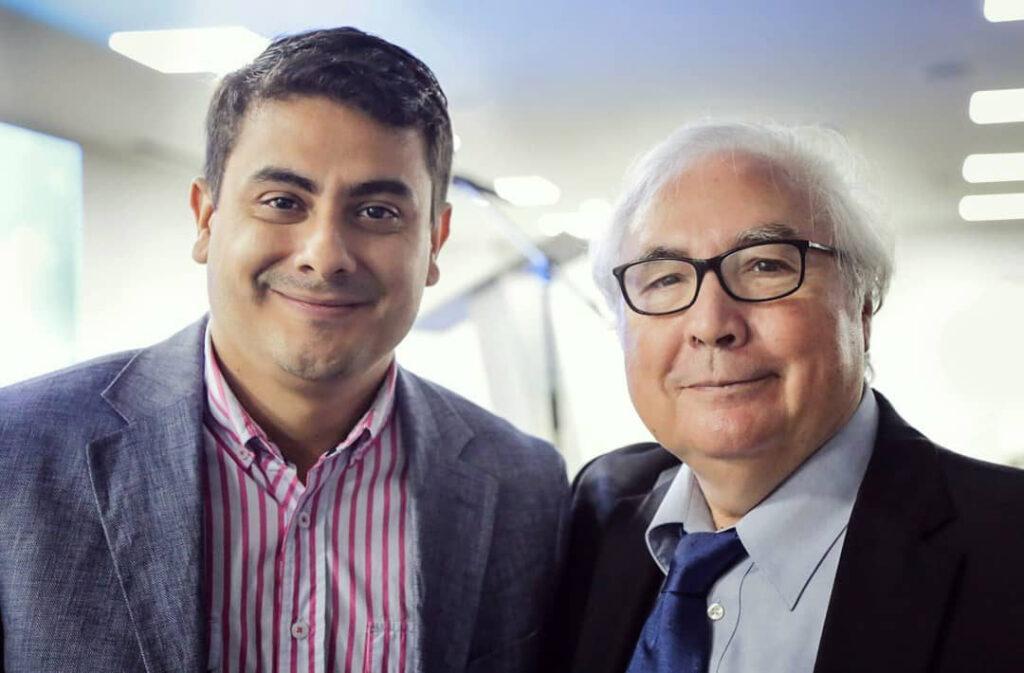 Andrés Esteban Marín, jurado de los Premios de Periodismo Comunitario 2018, en compañía del profesor Manuel Castells, invitado especial al Encuentro de Periodismo Comunitario 2018.